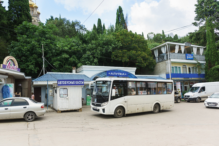 Foto per Alupka, Yalta, Crimea, Russia-September 08, 2018: the Passing bus Yalta-Katsiveli is at the bus station Alupka. The inscription in Russian Bus ticket Office - Immagine Royalty Free