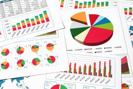 Foto de Financial printed paper charts, graphs and diagrams - Imagen libre de derechos