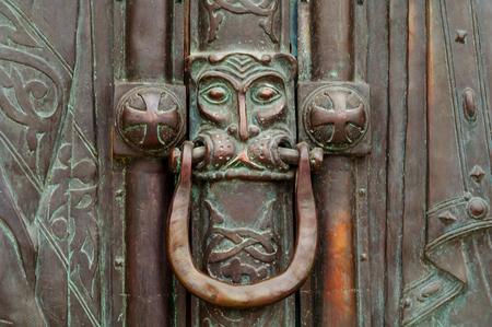 Photo pour Vintage door handle with lion head. Closeup, copy space. - image libre de droit