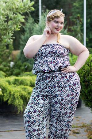 Photo pour Young beautiful plus size Girl among the plants in garden.  XXL woman portrait - image libre de droit