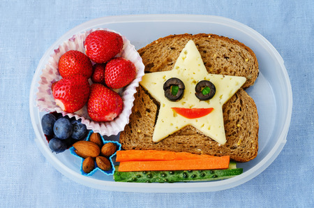Photo pour school lunch box for kids with food in the form of funny faces - image libre de droit