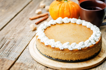 Photo pour pumpkin cheesecake decorated with whipped cream. the toning. selective focus - image libre de droit