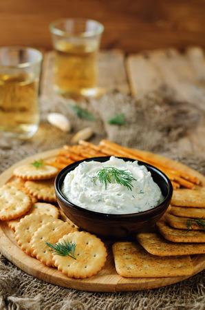Foto de Feta cream cheese dill garlic dip with crackers. toning. selective focus - Imagen libre de derechos