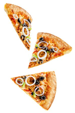 Photo pour Pizza with tuna, olives, green pepper and red onion isolated. toning. selective focus - image libre de droit