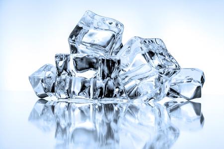 Foto de Ice cubes on blue background - Imagen libre de derechos
