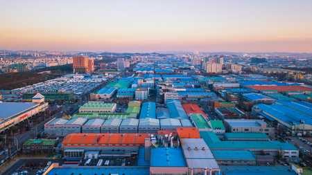 Photo pour Aerial view Sunset of the industrial park. incheon Seoul,Korea - image libre de droit