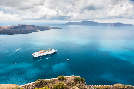 Photo pour Beautiful landscape with sea view. Cruise liner at the sea near the islands. Santorini island, Greece. - image libre de droit