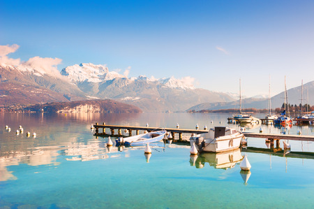 Photo pour Annecy lake (Lac d'Annecy) with blue clear water in Alps mountains, France - image libre de droit