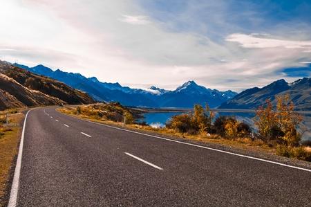 Photo pour Road to Mount Cook and Pukaki lake, New Zealand - image libre de droit