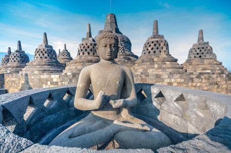 Foto de Ancient Buddha statue and stupa at Borobudur temple in Yogyakarta, Java, Indonesia. - Imagen libre de derechos