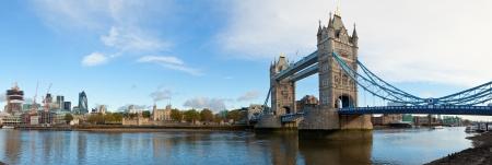 Photo pour Panoramic view of Tower Bridge in London - image libre de droit