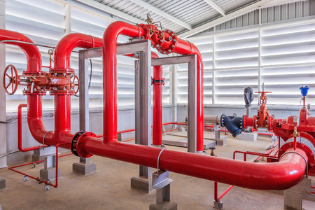 Photo pour Industrial fire pump station for water sprinkler piping and fire alarm control system. Pipelines, water pump, valves, manometers. - image libre de droit