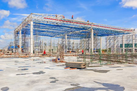 Foto per Steel frame structure workshop under construction - Immagine Royalty Free