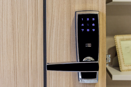 Foto de electronic door lock with card access on wooden door in apartment, safety area for high security - Imagen libre de derechos
