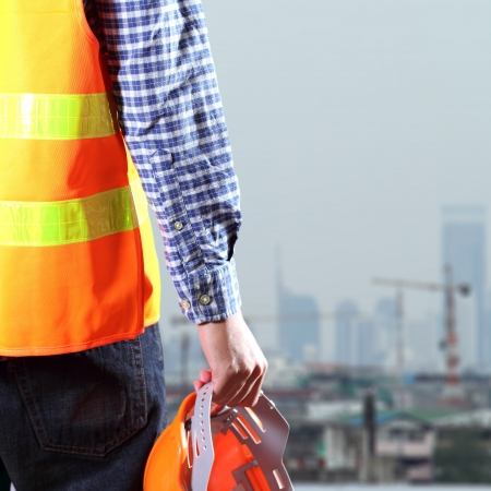 Photo pour Cropped view of Construction worker - image libre de droit