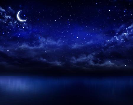 Photo pour beautiful night sky in the open sea - image libre de droit