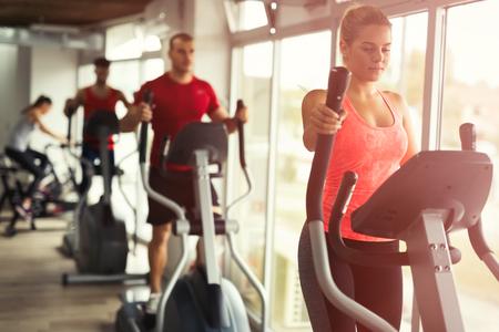 Foto de People cardio workout in gym - Imagen libre de derechos