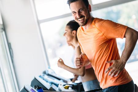 Foto de Group of friends exercising on treadmill machine - Imagen libre de derechos