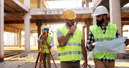 Photo pour Architect consult engineer on construction site - image libre de droit