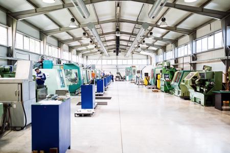 Photo pour Factory equipped with cnc machines - image libre de droit
