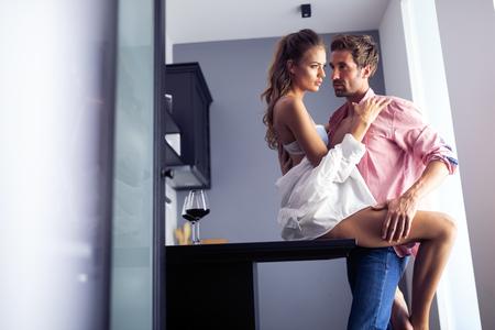 Photo pour Sensual photo of a young romantic couple - image libre de droit