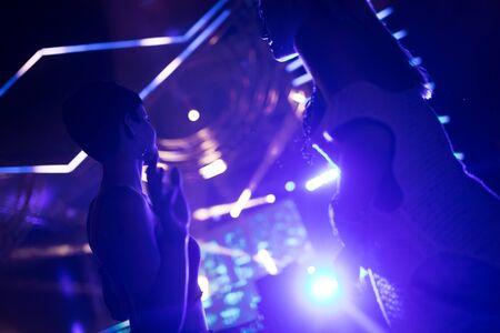 Photo pour Picture of dancing people at music festival - image libre de droit