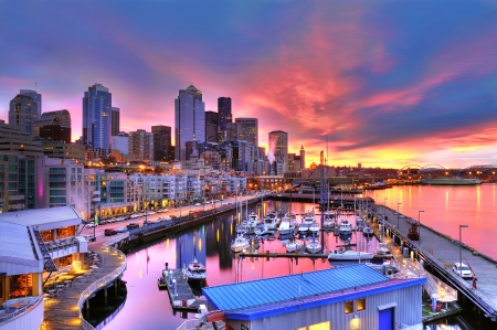 Photo for Famous Seattle skyline dazzling under a beautiful dawn sky across pier-66 waterfront - Royalty Free Image
