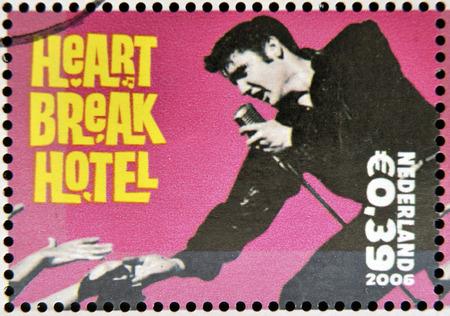 Foto de HOLLAND - CIRCA 2006 A stamp printed in Holland shows Elvis Presley, Heart break Heart, circa 2006 - Imagen libre de derechos