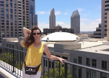Foto de A Woman on a Rooftop Overlooking Downtown San Diego - Imagen libre de derechos