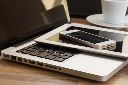 Foto de modern computer gadgets - Imagen libre de derechos