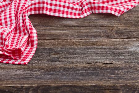 Photo pour empty wooden table   and cloth red napkin - image libre de droit