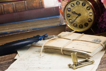 Foto de antique alarm clock with pile of books and mail - Imagen libre de derechos
