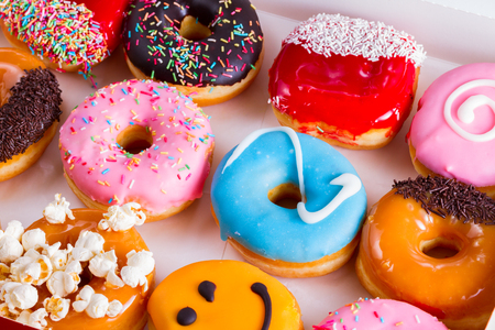 Photo pour sweet doughnuts pastry close up in box - image libre de droit