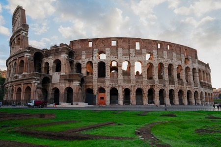 Foto per Ruins of antique Colosseum with green grass lawn in sunise lights, Rome Italy - Immagine Royalty Free