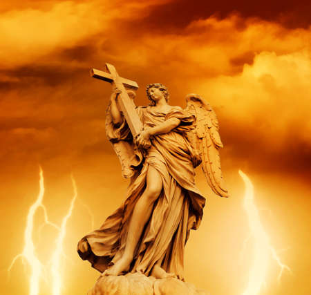Foto de Statue of Angel on the Sant'Angelo Bridge (Italy, Rome) - Imagen libre de derechos