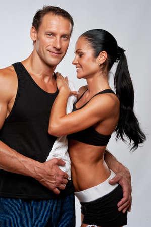 Photo pour Beautiful athletic couple. - image libre de droit
