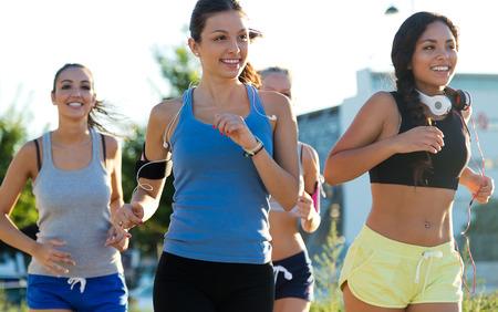 Photo pour Outdoor portrait of group of women running in the park. - image libre de droit