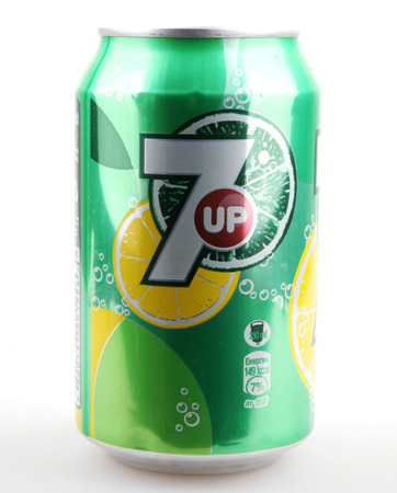 Foto de AYTOS, BULGARIA - DECEMBER 11, 2014: 7 Up isolated on white background. 7 Up is a brand of lemon-lime flavored, non-caffeinated soft drink. - Imagen libre de derechos