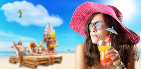 Foto de young woman at the beach travel concept - Imagen libre de derechos