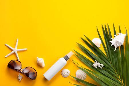 Photo pour Summer vacation concept flat lay. Beach accessories top view. Space for text. - image libre de droit