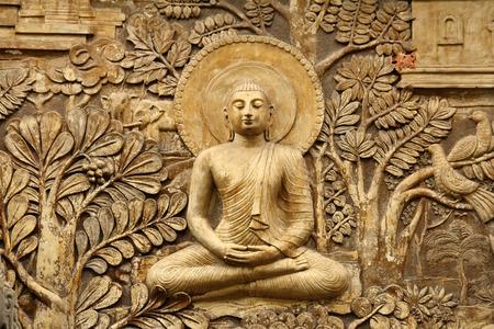Foto de buddha wooden carving - Imagen libre de derechos