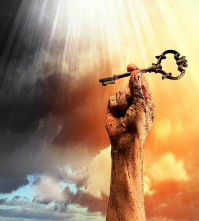 Foto de Key in human hand  Struggle and success - Imagen libre de derechos