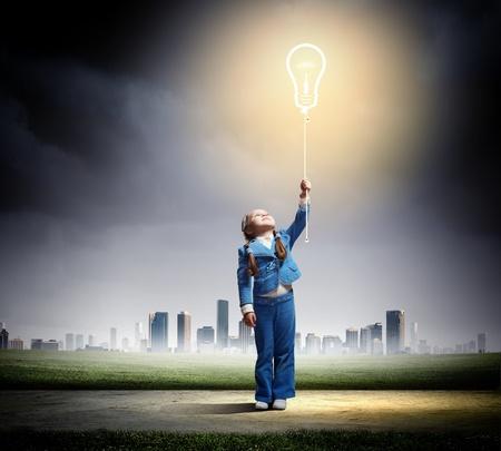 Photo pour Image of little cute girl holding bulb balloon - image libre de droit