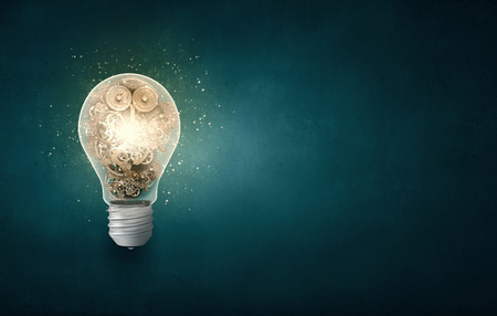Foto de Conceptual image with light bulb and gears inside - Imagen libre de derechos