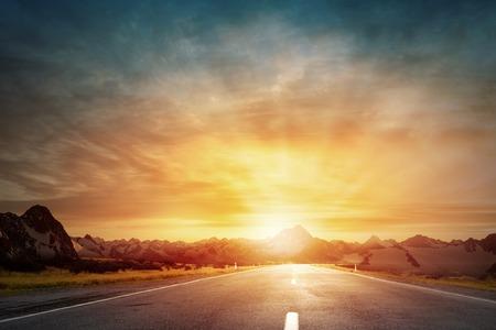 Foto de Empty asphalt road and sun rising at skyline - Imagen libre de derechos