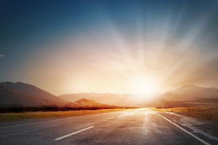 Photo pour Empty asphalt road and sun rising at skyline - image libre de droit