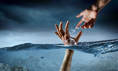 Foto de Hand of person drowning in water - Imagen libre de derechos