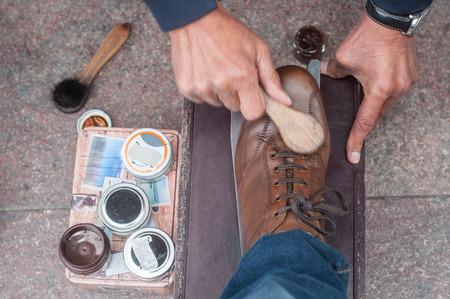 Photo pour closeup of shoe shine  in the street on brown leather shoes - image libre de droit