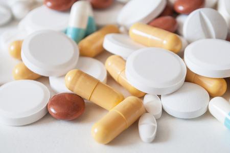 Foto de closeup of capsules and drug tablets on white background - Imagen libre de derechos