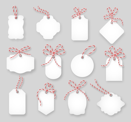 Illustration pour Price tags and gift cards tied up with twine bows set. Label paper, sale design, tring knot, vector illustration - image libre de droit